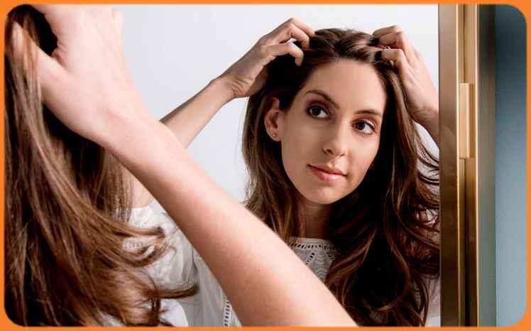 Savez-vous que le cuir chevelu a besoin d'aide pour se débarrasser des cellules mortes qui s'accumulent à sa surface? Et qu'une cuillerée de sucre dans un masque naturelle utilisé comme gommage du cuir chevelu est capable de le peler et d'aider les cellules à se reconstituer, ce qui contribue à obtenir des cheveux vitaux et sains.