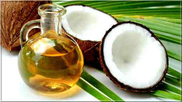 Huile de coco bio: 10 utilisations esthétique, cheveux, lèvres, gommage, peau